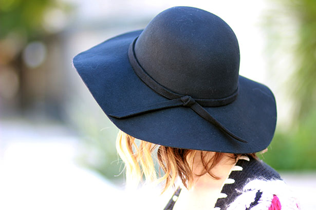 capeline-noire-allée-du-foulard
