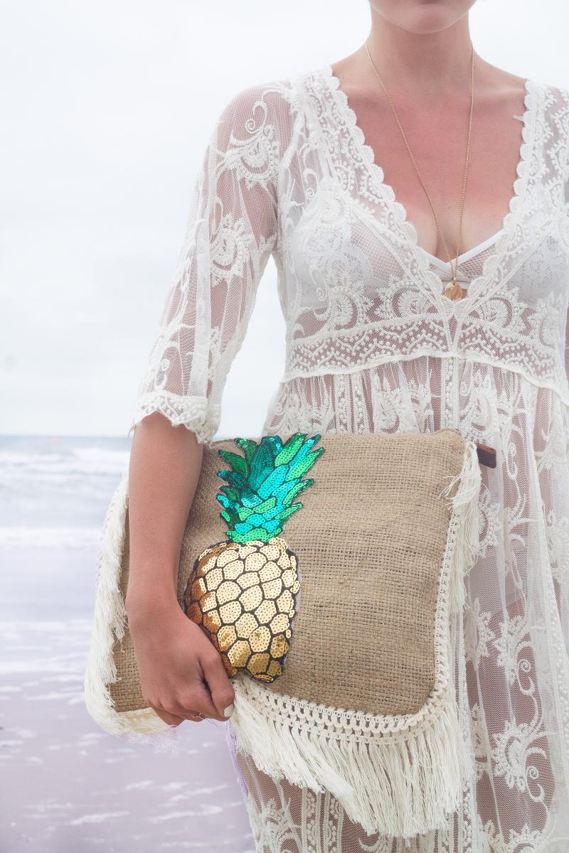pochette-toile-de-jute-et-ananas-en-sequins
